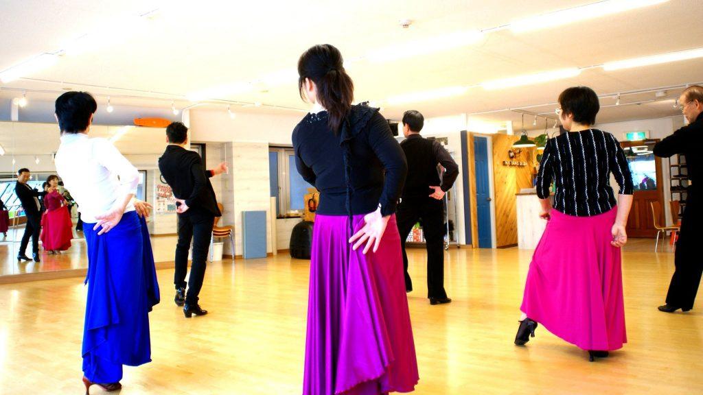 社交ダンスレッスン風景